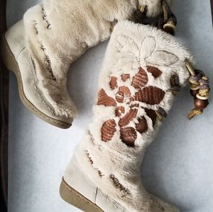 Sam Edelman  beige furry boots with quote 8M